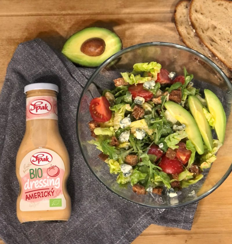 Tento obrázek nemá vyplněný atribut alt; název souboru je recept-bio-salat-s-americkym-dressingem-orez-800x840.jpg.